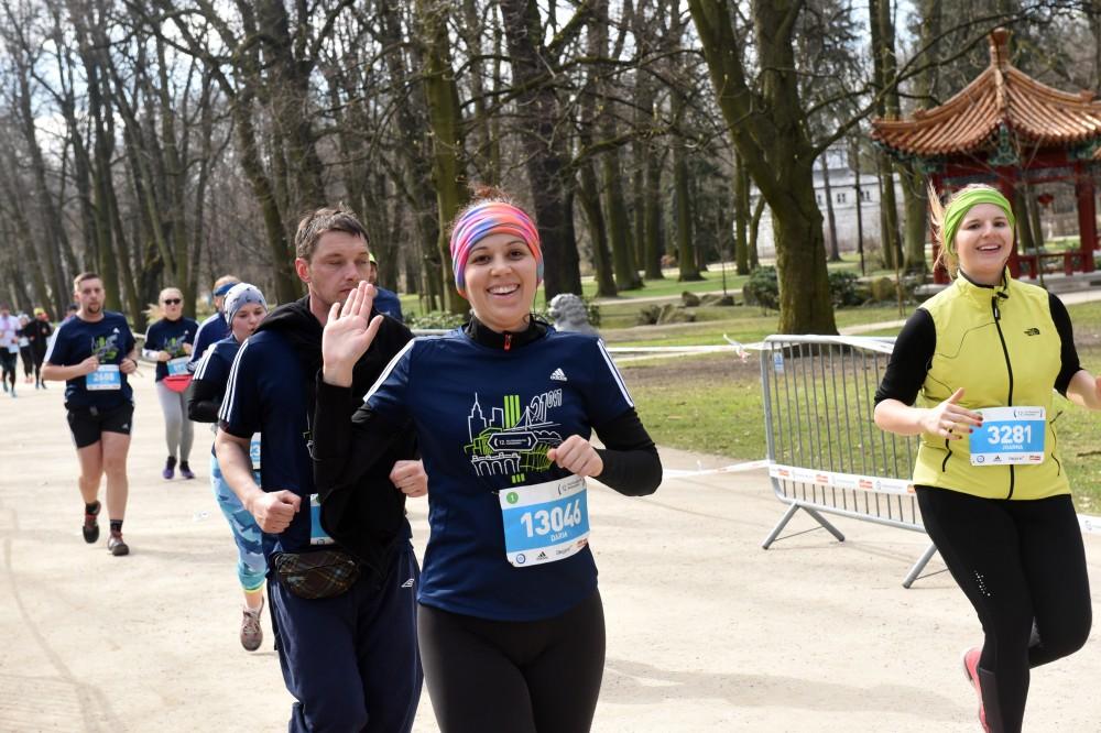 polmaraton warszawski rok 2017 trasa biegu przez lazienki warszawskie